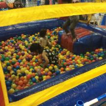 ふわふわ ボールプール